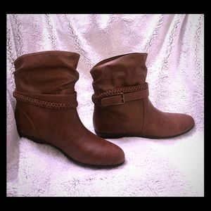 Size 9.5 American Eagle booties